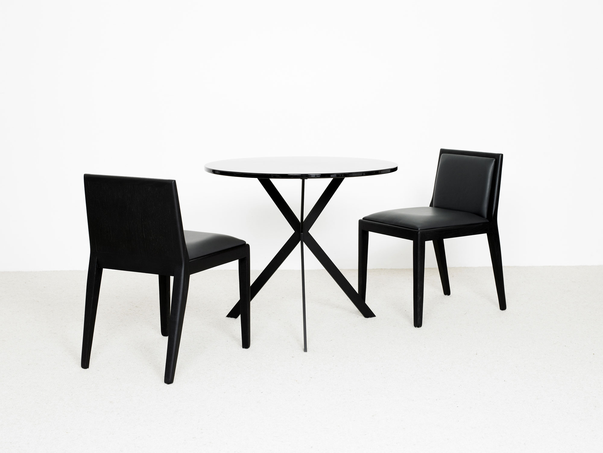 table ile ronde chaise eol christophe delcourt. Black Bedroom Furniture Sets. Home Design Ideas